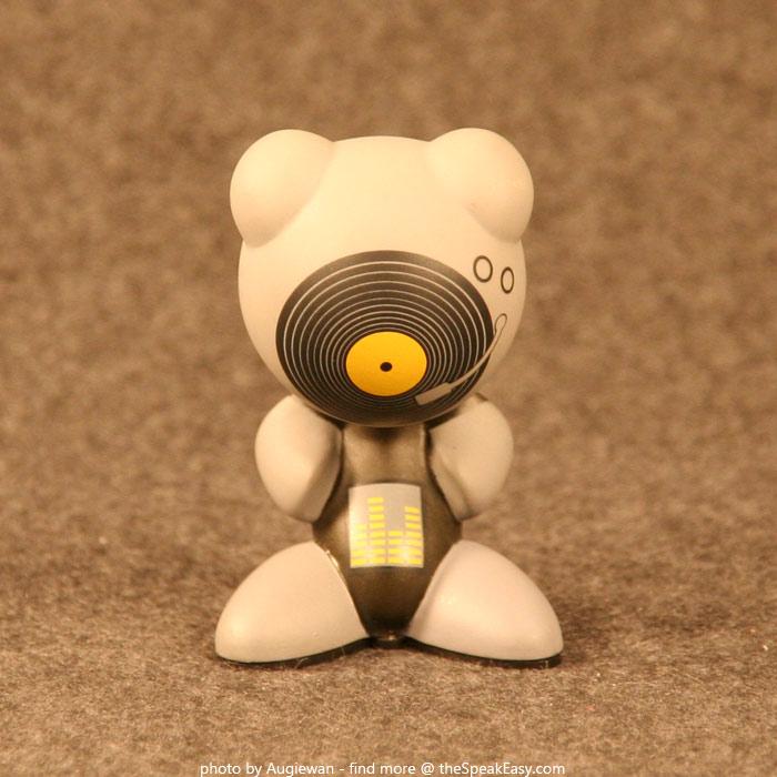 UBFunkeys-S1W1-ScratchVR-01.jpg